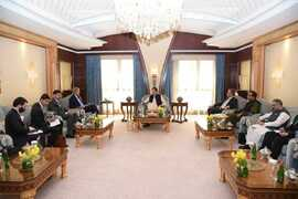 PM Imran stresses release of Afghan financial assets, in meeting with John Kerry